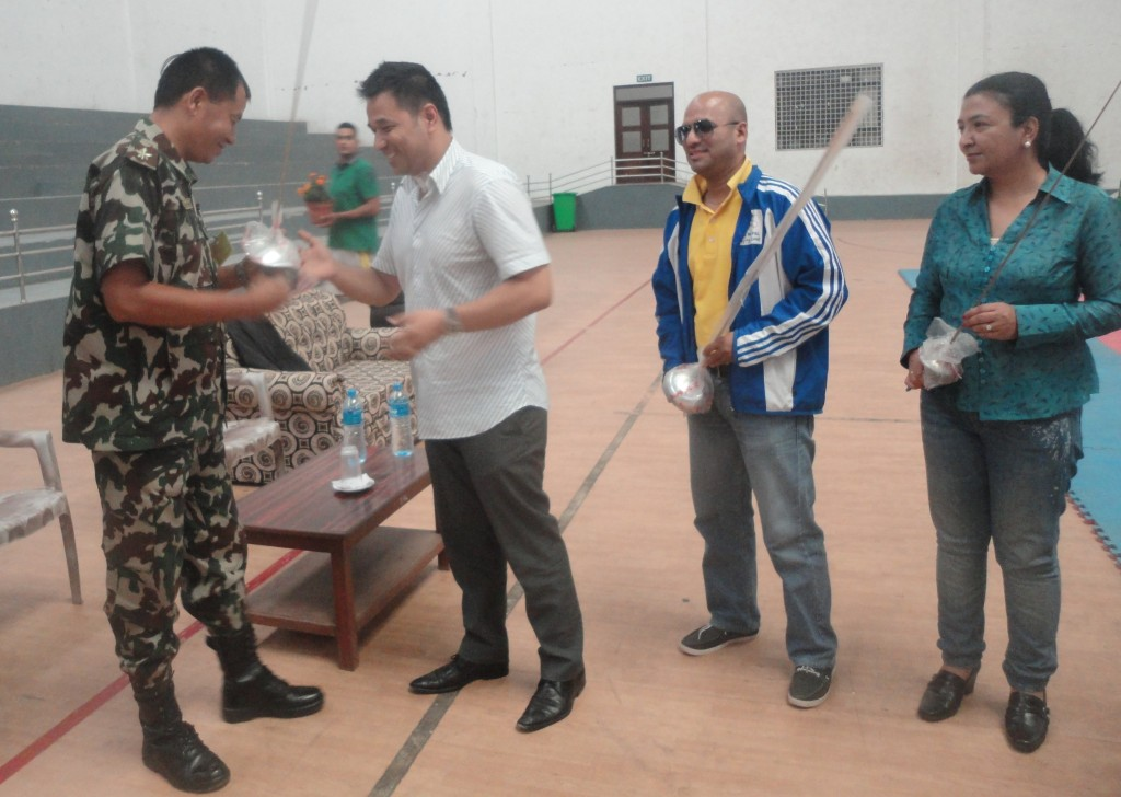 आर्मीमा फेन्सिङ खेल शुरु